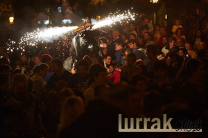 Crowd-Fire-Bull-San-Sebastian